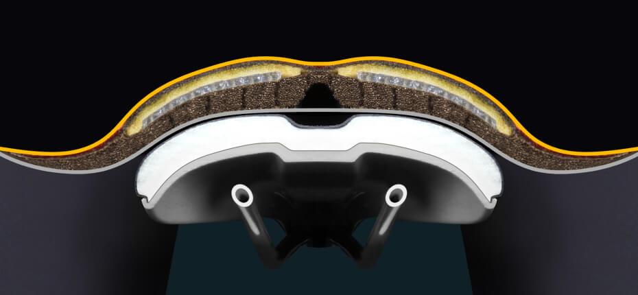Realer Querschnitt durch High-end Sattel und Hose, dickes Polster ist erkennbar.